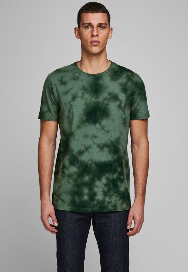 BATIK - T-shirt print - dark forest