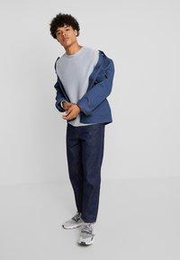 Jack & Jones PREMIUM - JPRDANNY STRIPE CREW NECK  - Pullover - faded denim - 1