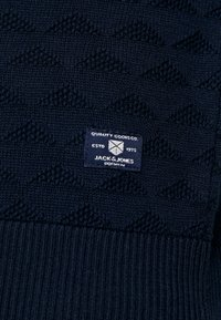 Jack & Jones PREMIUM - JPRBLAKE CREW NECK - Neule - navy blazer - 5