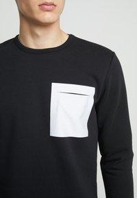 Jack & Jones PREMIUM - JPRPOCKET CREW NECK - Sweatshirt - black - 4