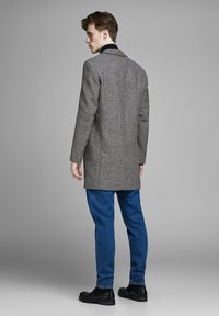 Jack & Jones PREMIUM - JPRMOULDER  - Cappotto corto - dark grey melange - 2