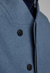 Jack & Jones PREMIUM - JPRCOLLUM - Short coat - china blue - 4