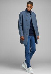 Jack & Jones PREMIUM - JPRCOLLUM - Short coat - china blue - 1