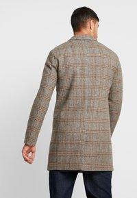Jack & Jones PREMIUM - JPRMOULDER CHECK COAT - Cappotto classico - brown stone - 2