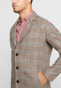 Jack & Jones PREMIUM - JPRMOULDER CHECK COAT - Cappotto classico - brown stone - 3