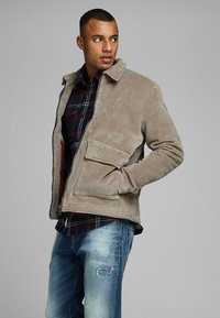 Jack & Jones PREMIUM - Allvädersjacka - light brown - 3