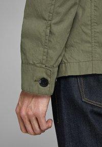 Jack & Jones PREMIUM - RUSTIKALE FELD - Summer jacket - dusky green - 5