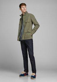 Jack & Jones PREMIUM - RUSTIKALE FELD - Summer jacket - dusky green - 1