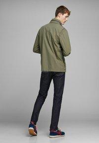 Jack & Jones PREMIUM - RUSTIKALE FELD - Summer jacket - dusky green - 2