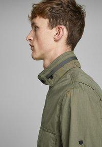 Jack & Jones PREMIUM - RUSTIKALE FELD - Summer jacket - dusky green - 3