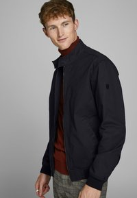 Jack & Jones PREMIUM - HARRINGTON - Kurtka Bomber - dark navy - 3