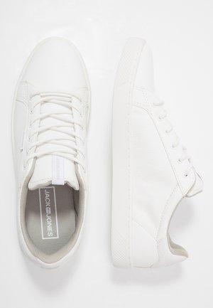 JRTRENT - Tenisky - bright white
