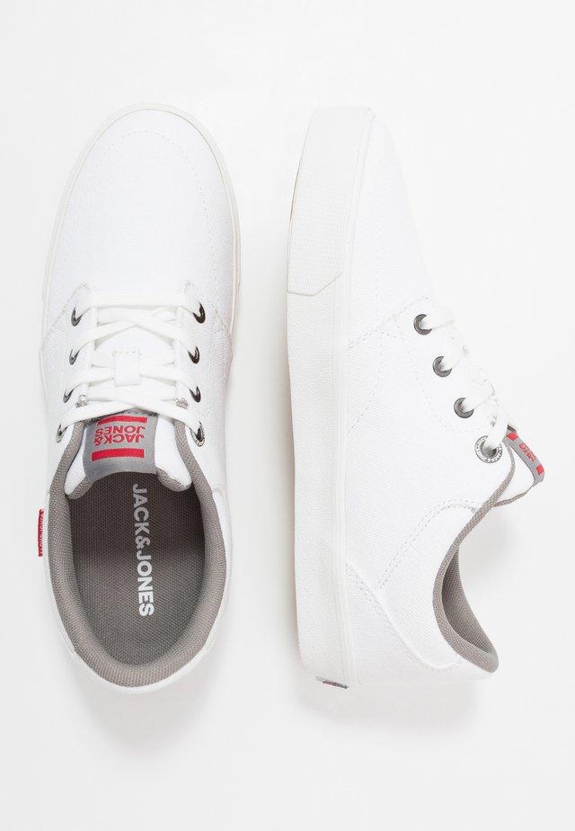 JRBARTON - Sneakersy niskie - bright white
