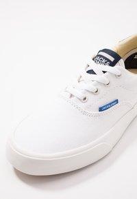 Jack & Jones Junior - JRMORK - Zapatillas - bright white - 2