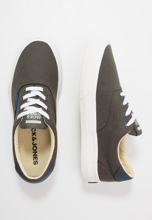 JRMORK - Sneakers - beluga