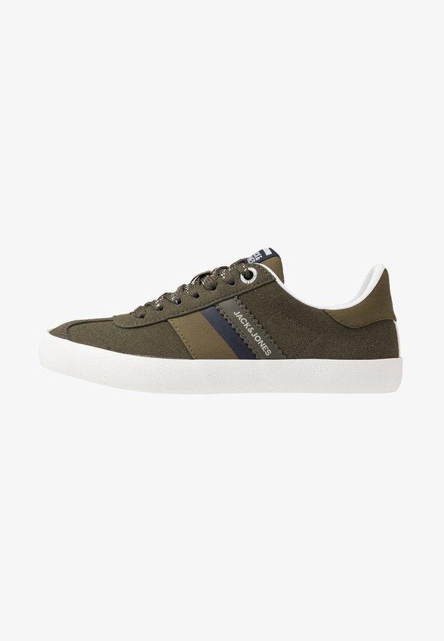 JRWALCOT  - Sneakers - olive/night