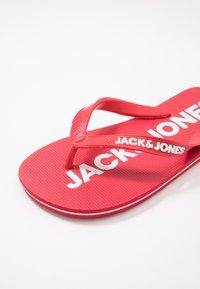 Jack & Jones Junior - JRFLIP FLOP 2 PACK - Boty do bazénu - barbados cherry - 6