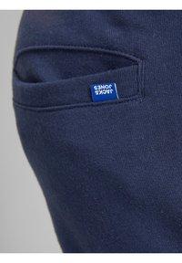 Jack & Jones Junior - JJIGORDON - Pantalones deportivos - navy blazer - 6