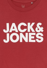 Jack & Jones Junior - JJECORP LOGO TEE CREW NECK - T-shirts med print - rio red - 3