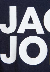 Jack & Jones Junior - JJECORP LOGO TEE CREW NECK - T-shirt print - navy blazer - 2