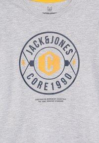Jack & Jones Junior - JCOFRESCO TEE CREW NECK JUNIOR - Camiseta estampada - white - 3