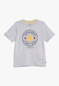 Jack & Jones Junior - JCOFRESCO TEE CREW NECK JUNIOR - Camiseta estampada - white - 0