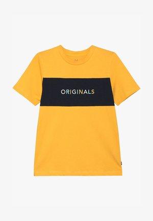 JORALBAS TEE CREW NECK JUNIOR - Triko spotiskem - yolk yellow
