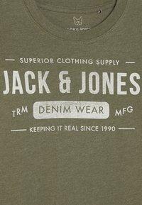 Jack & Jones Junior - Triko spotiskem - olive night/melange - 3
