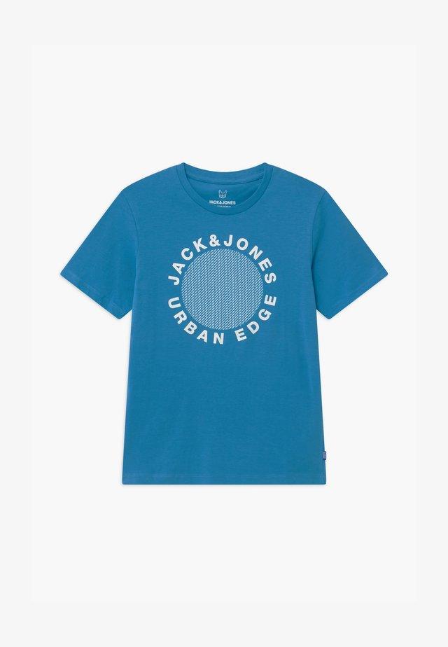 JCOLARSEN TEE CREW NECK - Print T-shirt - cendre blue