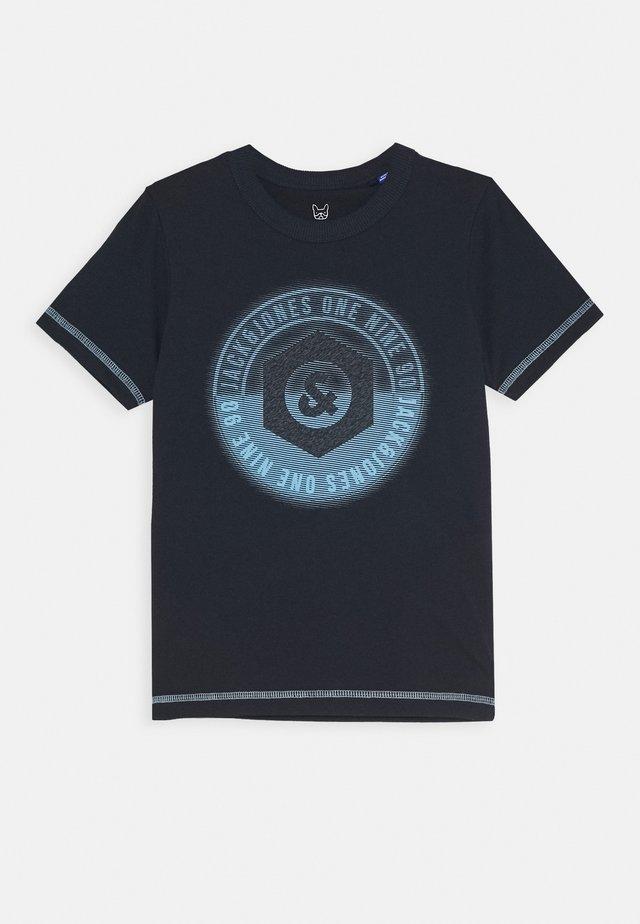 JCOUNIVERSE TEE CREW NECK  - T-shirt med print - sky captain