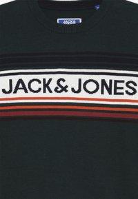 Jack & Jones Junior - JORPEAK KNIT CREW NECK - Strikkegenser - sea moss - 3
