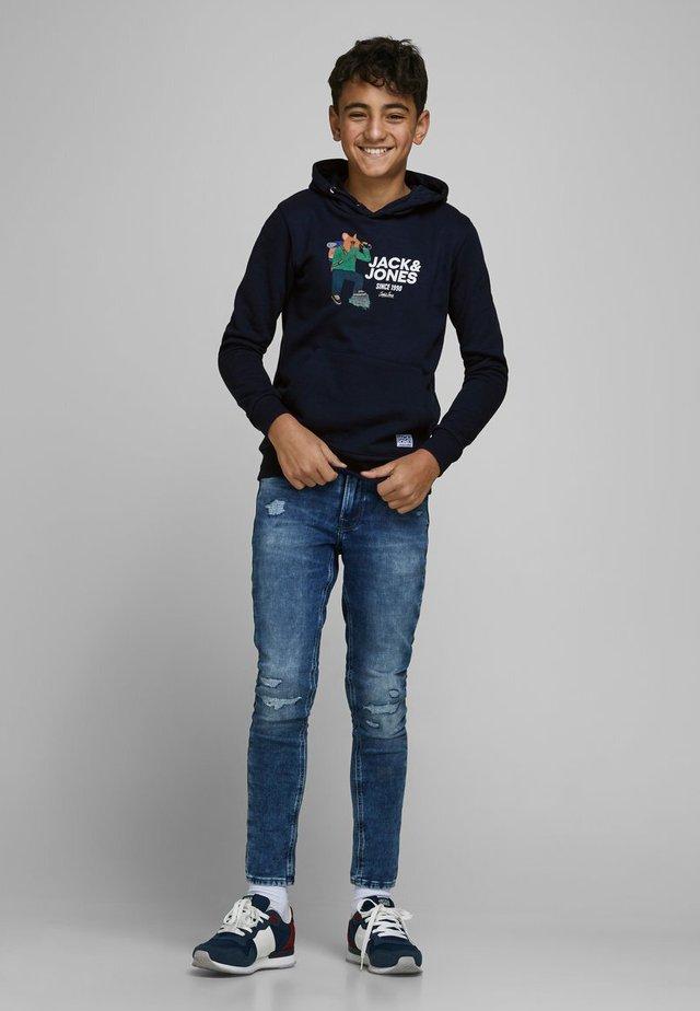 SWEATSHIRT JUNGS STATEMENT-PRINT - Bluza z kapturem - navy blazer
