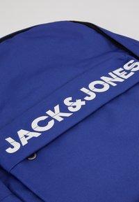 Jack & Jones Junior - JACCHAD BACKPACK - Reppu - surf the web - 3