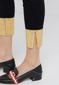 J Brand - RAW ALANA HIGH RISE CROPPED - Jeans Skinny - gold pool - 4