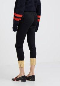 J Brand - RAW ALANA HIGH RISE CROPPED - Jeans Skinny - gold pool - 2