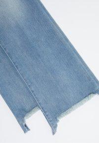 J Brand - SELENA MID RISE - Bootcut jeans - blue denim - 3