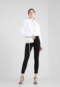 J Brand - ALANA HIGH RISE  - Jeans Skinny Fit - black - 1