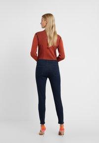 J Brand - ALANA CROPPED PANT - Jeans Skinny - chroma - 2