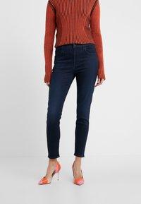 J Brand - ALANA CROPPED PANT - Jeans Skinny - chroma - 0