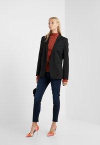 J Brand - ALANA CROPPED PANT - Jeans Skinny - chroma - 1