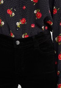 J Brand - VALENTINA - Flared Jeans - black - 5