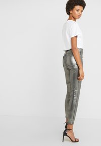 J Brand - LILLIE SUPER HIGH RISE  - Trousers - galactic silver - 3