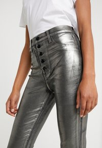 J Brand - LILLIE SUPER HIGH RISE  - Trousers - galactic silver - 5