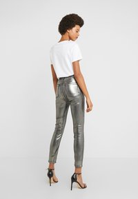 J Brand - LILLIE SUPER HIGH RISE  - Trousers - galactic silver - 2