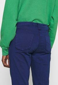 J Brand - PAZ SLIM TAPER MID RISE - Bukser - indigo gloss - 3