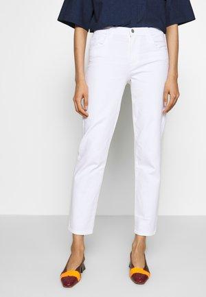 ADELE RISE - Jeansy Straight Leg - white