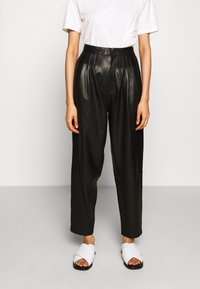 J Brand - NILA PLEATED TROUSER - Straight leg jeans - black - 0