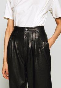 J Brand - NILA PLEATED TROUSER - Straight leg jeans - black - 5