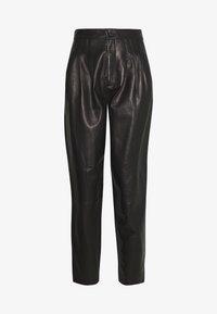 J Brand - NILA PLEATED TROUSER - Straight leg jeans - black - 4
