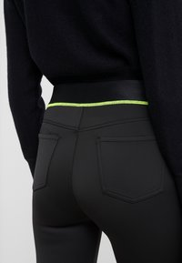 J Brand - DELLAH HIGH RISE BERMUDA - Shorts - black - 5